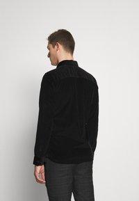 Selected Homme - SLHREGHENLEY CAMP - Skjorta - black - 2