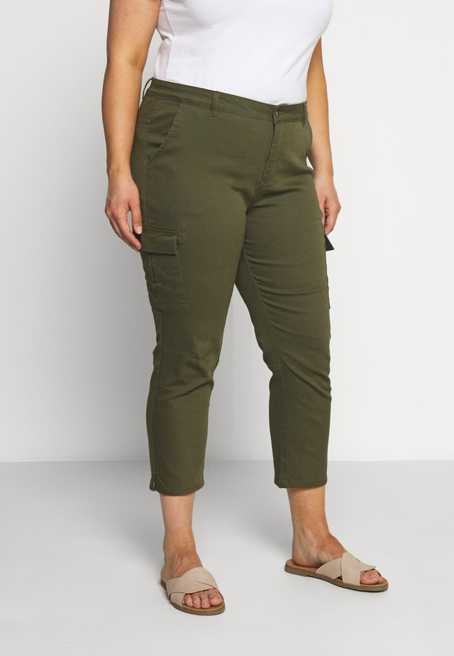 MANI CAPRI PANTS - Pantalones cargo - grape leaf