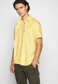 Levi's® - SUNSET STANDARD - Camicia - yellow - 3