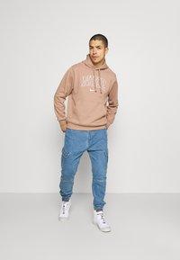 Nike Sportswear - RETRO HOODIE - Sweatshirt - desert dust - 1