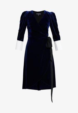 VIVIENNE MIDI WRAP DRESS - Robe d'été - navy