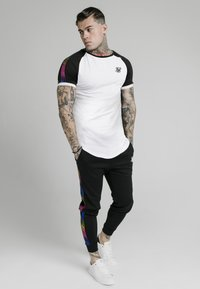 SIKSILK - RUNNER RAGLAN TECH TEE - Basic T-shirt - white - 1
