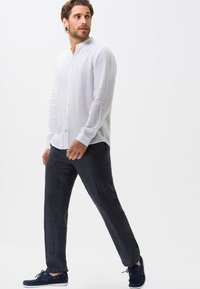 BRAX - STYLE EVANS - Trousers - gray - 1