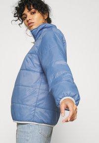Levi's® - THEA REVERSIBLE  - Winter jacket - white/blue - 5