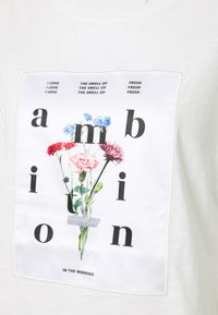 s.Oliver - T-shirts print - off-white - 2