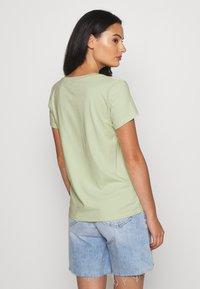 Levi's® - PERFECT VNECK - Basic T-shirt - greens - 2