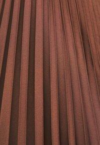 Selected Femme - SLFMILONA PLISSE SKIRT  - Pleated skirt - marron - 2