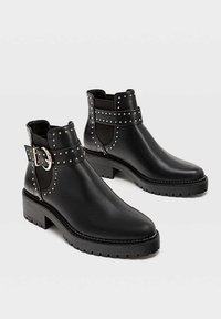 Stradivarius - MIT NIETEN UND PROFILSOHLE - Ankle boots - black - 2