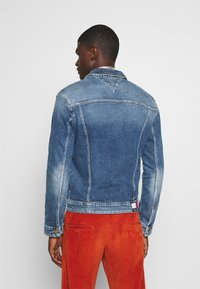 Tommy Jeans - REGULAR TRUCKER  - Denim jacket - barton mid blue comfort - 2