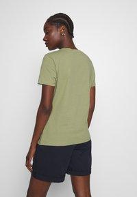 Tommy Hilfiger - NEW TEE  - Print T-shirt - faded olive - 2