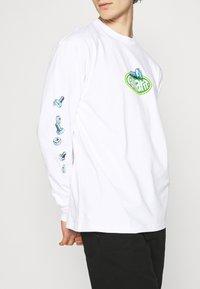 Carhartt WIP - SCREW - Long sleeved top - white - 5