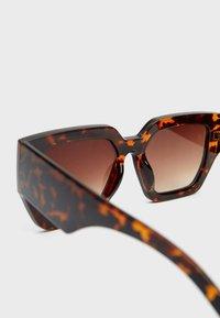 Stradivarius - Sunglasses - brown - 4