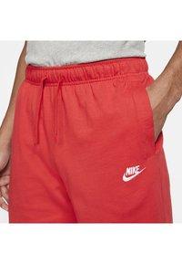Nike Sportswear - CLUB - Kraťasy - university red/white - 4