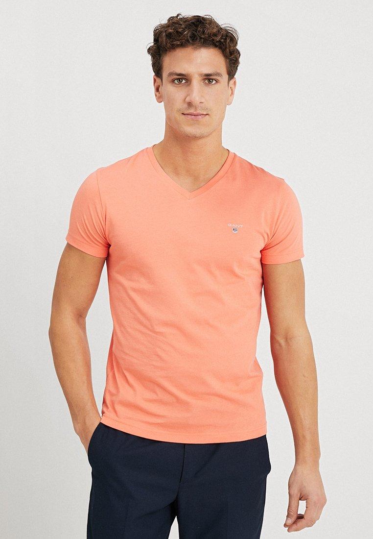 GANT - THE ORIGINAL SLIM V NECK - T-shirt - bas - coral orange