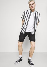 Newport Bay Sailing Club - Denim shorts - washed black - 3