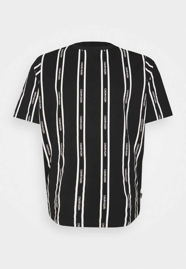 VERTICAL LOGO STRIPE - T-shirt print - black