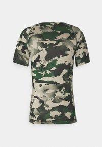Nike Performance - SLIM CAMO - Print T-shirt - galactic jade/baroque brown - 5