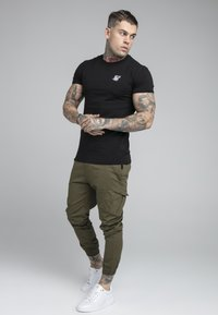 SIKSILK - FITTED CUFF PANTS - Cargobyxor - khaki - 1