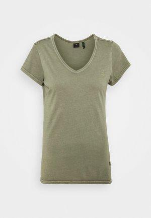 EYBEN  SLIM - Basic T-shirt - shamrock