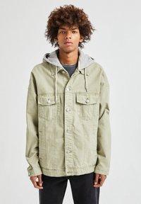 PULL&BEAR - Denim jacket - khaki - 0