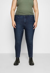Vero Moda Curve - VMLORAEMILIE - Slim fit jeans - dark blue denim - 0