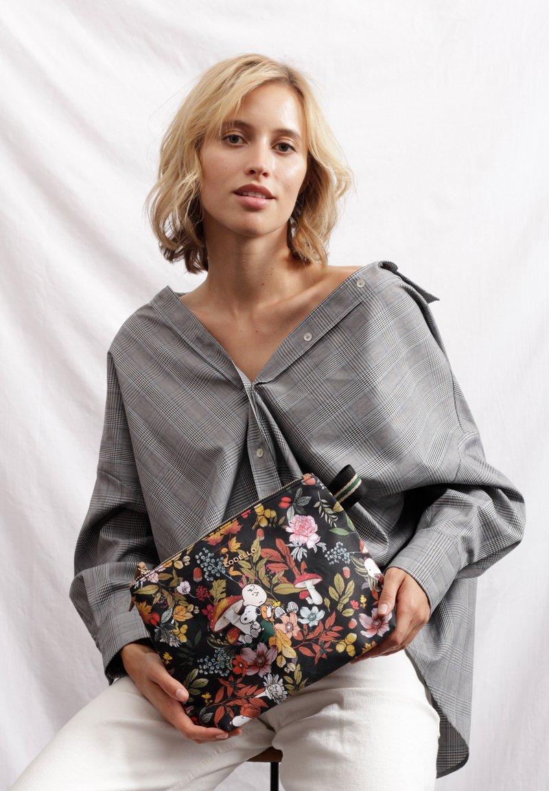 Codello - MIT SNOOPY & CO - Wash bag - braun