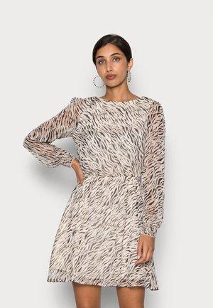 VMRYLEE MALLY BOATNECK SHORT DRESS - Freizeitkleid - birch