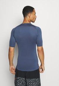 Nike Performance - T-shirts - mystic navy/black - 2