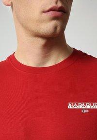 Napapijri - S-ICE SS - Print T-shirt - old red - 2