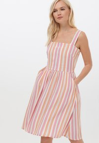 Sugarhill Brighton - QUEENIE OMBRE STRIPE - Day dress - pink - 0