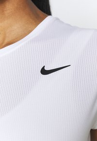 Nike Performance - T-shirts - white/black - 3