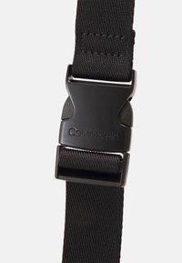 Calvin Klein - CAMERA BAG BLEND MONO UNISEX - Olkalaukku - black - 3