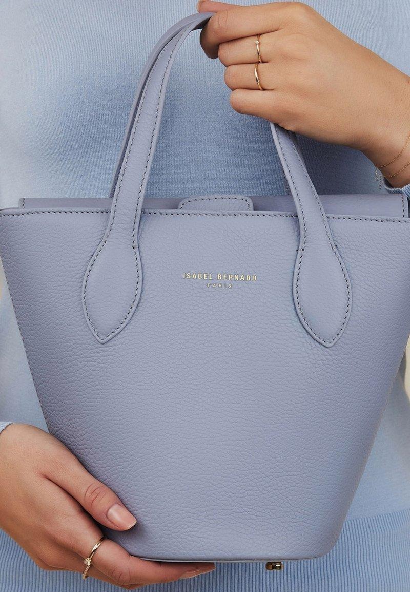 Isabel Bernard - Handbag - blau