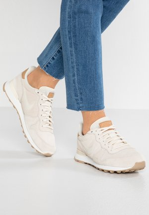 INTERNATIONALIST PRM - Matalavartiset tennarit - pale ivory/summit white/tan