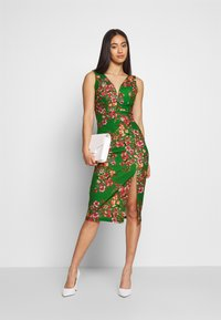 WAL G. - V NECK MIDI DRESS WITH CUPS - Cocktail dress / Party dress - green - 1