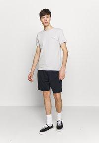 Burton Menswear London - 2 PACK - Spodnie treningowe - navy/khaki - 0