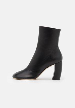 CAPRI BOOT - Støvletter - black