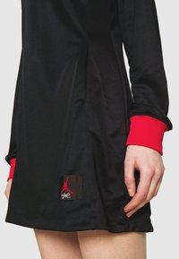 Jordan - DRESS - Vestido informal - black/university red - 5