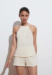 OYSHO - Shorts - off-white - 1