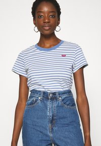Levi's® - PERFECT TEE - T-shirt z nadrukiem - silphium colony blue - 3