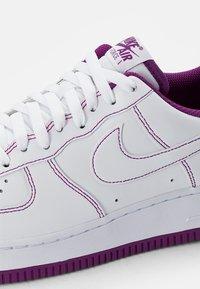 Nike Sportswear - AIR FORCE 1 STITCH - Zapatillas - white/white-viotech - 5