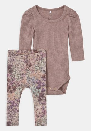 NBFFELLY SET - Leggings - Trousers - sphinx
