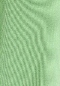 Monki - NILLAN - T-shirts med print - green - 2