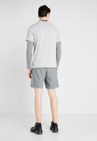 Nike Performance - FLEX VENT MAX SHORT - Pantalón corto de deporte - smoke grey/black - 2
