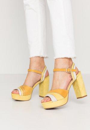 High heeled sandals - amarillo
