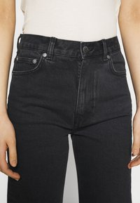 ARKET - PANTS - Vaqueros rectos - washed black - 4
