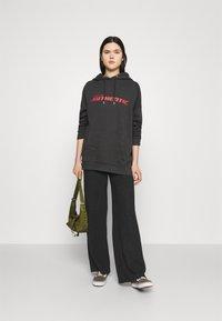 Vero Moda - VMTILDA PANT - Trousers - dark grey melange - 1