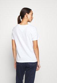 Tommy Jeans - REGULAR C NECK - Basic T-shirt - white - 2
