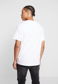 Guess - Print T-shirt - true white - 2