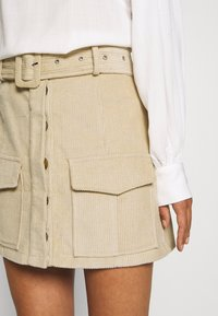 Glamorous Petite - BELTED MINI SKIRT WITH POCKET DETAIL - Pencil skirt - stone corduroy - 4